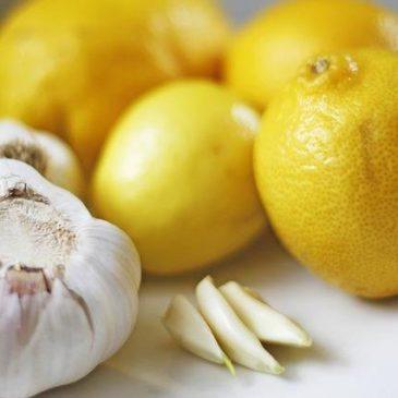 Knoblauch-Zitronen Kur gegen Fettablagerungen und Gefäßverkalkung